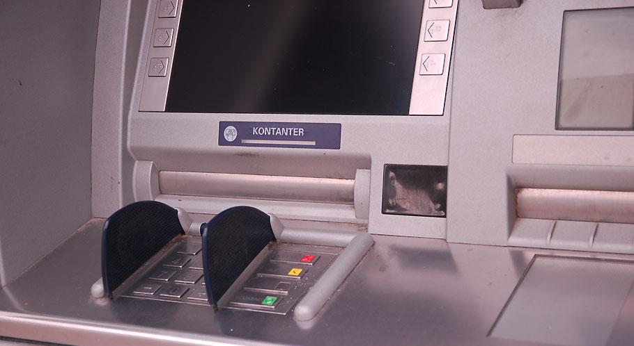 Frisches Geld holen Sie sich am Automaten